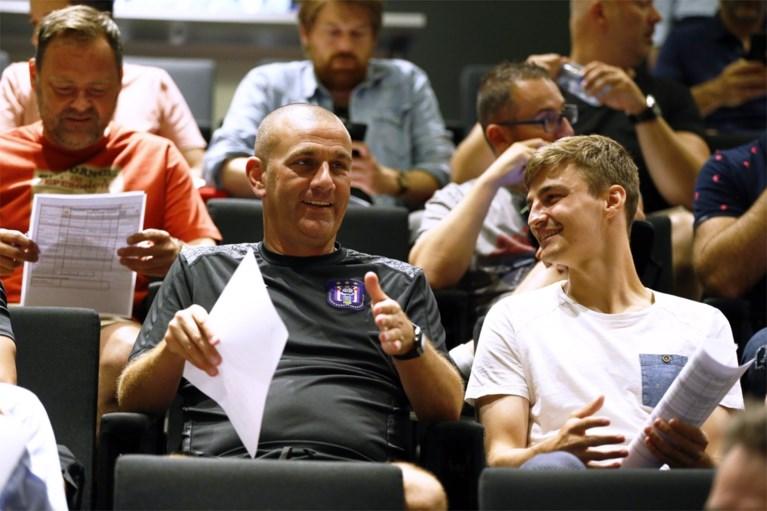 Scheidsrechters maken coaches en kapiteins wegwijs: vijf nieuwe regels voor komend seizoen