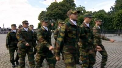"""Filmpje van Belgische cadetten gaat viraal: heel de wereld lacht ze uit, """"maar ze kunnen echt wél in de pas lopen"""""""