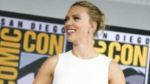 Scarlett Johansson pronkt met haar enorme verlovingsring
