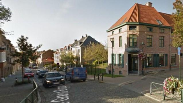 Agent omvergereden bij verkeerscontrole in Sint-Agatha-Berchem, bestuurder op de vlucht