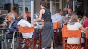 """Horeca Vlaanderen wil vrijstelling voor fooien: """"Van 2 euro fooi blijft soms niet eens de helft over"""""""