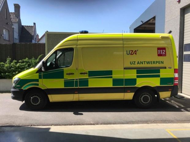 Terwijl ambulanciers patiënt helpen in Hoboken, steelt onbekende hun gps