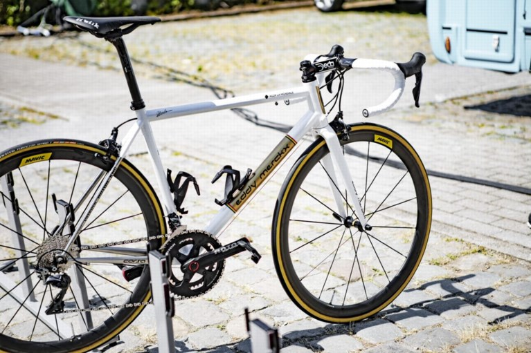 Oliver Naesen rijdt laatste Tour-rit op speciale stalen racefiets