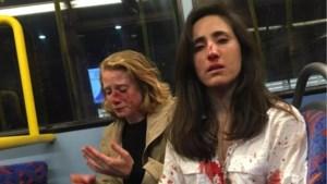 Vier tieners die twee vrouwen op Londense bus dwongen te kussen en in elkaar sloegen zijn gearresteerd