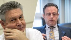 """Karel De Gucht waarschuwt Bart De Wever: """"Hij is op een heel dunne lijn gaan lopen in gesprekken met Vlaams Belang"""""""