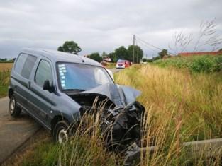Bestuurder met MUG-heli naar ziekenhuis na zwaar ongeval