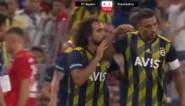 Nabil Dirar stapt van het veld nadat eigen fans hem uitfluiten tijdens pandoering van Bayern