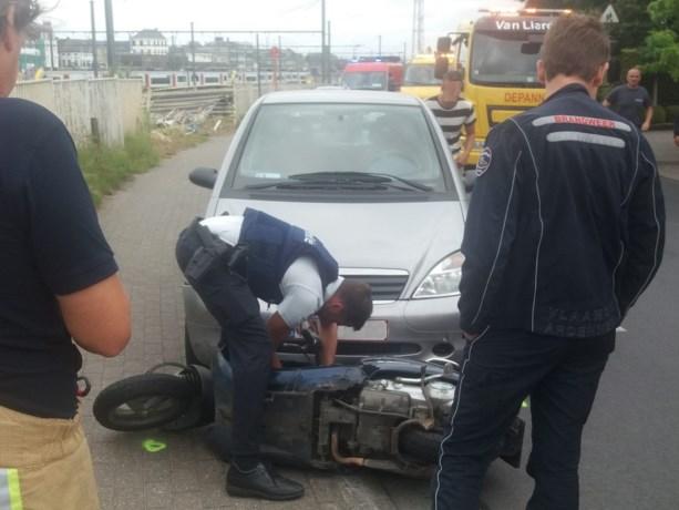 Bromfietser zwaargewond bij ongeval