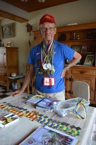 """Na 25 deelnames is Gaston (85) nu echt de nestor van de Dodentocht: """"Voor 10 kilometer trek ik mijn schoenen niet meer aan"""""""