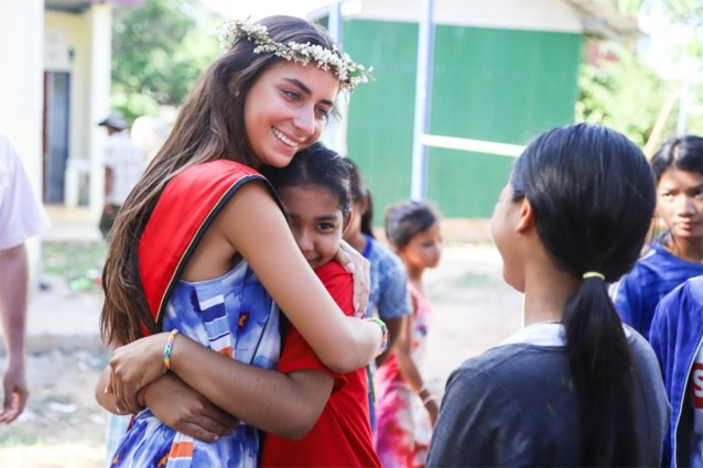 """""""Onzichtbare"""" Miss België komt nog eens in belangstelling met bezoek aan schooltje in Cambodja"""