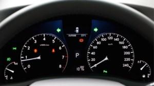 Een waarschuwingslampje negeren in je auto kan je duur te staan komen