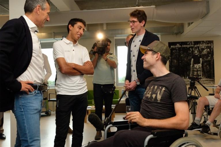 """Van Aert, Bernal en Broeckx bezoeken To Walk Again: """"Toen de chirurg zei dat ik in Frankrijk niet op de juiste manier was geopereerd, was ik toch angstig"""""""