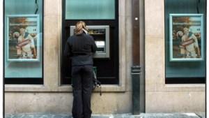Bankkantoren en geldautomaten zijn met uitsterven bedreigd