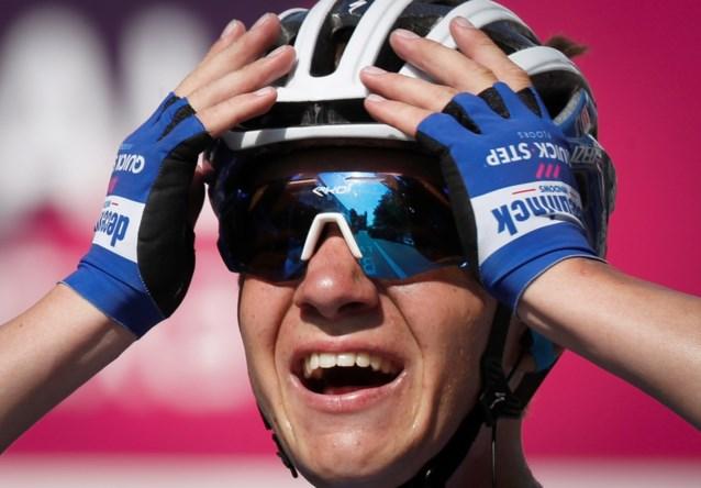 """Remco Evenepoel na eerste WorldTour-zege: """"Ik had er stiekem van gedroomd hier ooit te winnen. Maar meteen bij mijn eerste keer?"""""""