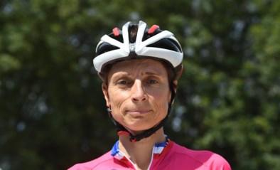 Wanneer je van geen ophouden weet: 52-jarige Française eindigt vijfde in eerste Clasica San Sebastian voor vrouwen