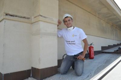 """Youssef (20) gaat als vluchteling aan de slag in de bouw: """"Met wat ik verdien, wil ik mijn studies informatica betalen"""""""