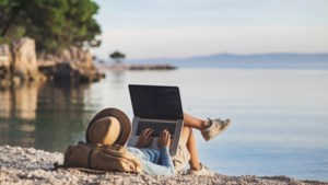 4 op 5 zelfstandigen nemen werk mee op vakantie