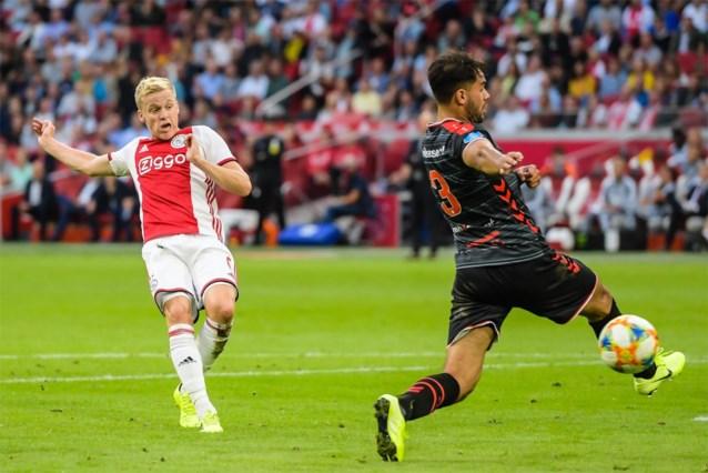Ajax herpakt zich met ruime zege tegen Emmen