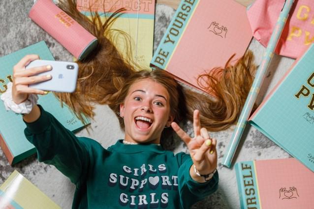 """Razend populaire Vlaamse vlogster lanceert back-to-schoollijn: """"Hier heb ik altijd van gedroomd"""""""