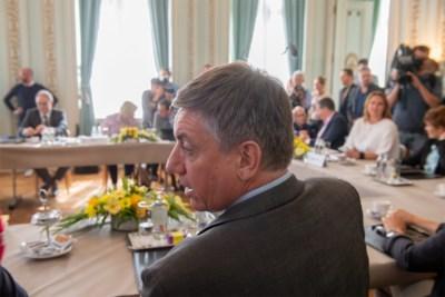 De onderhandeling is begonnen: wie claimt welke ministersposten in de regering Jambon I?
