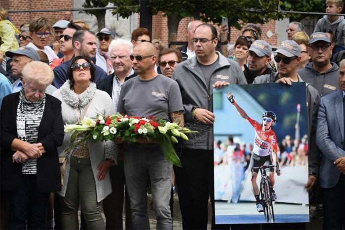 Onze reporter over twee emotionele dagen in de BinckBank Tour na de dood van Bjorg Lambrecht: hoe het niet makkelijk is om te rouwen in de koers