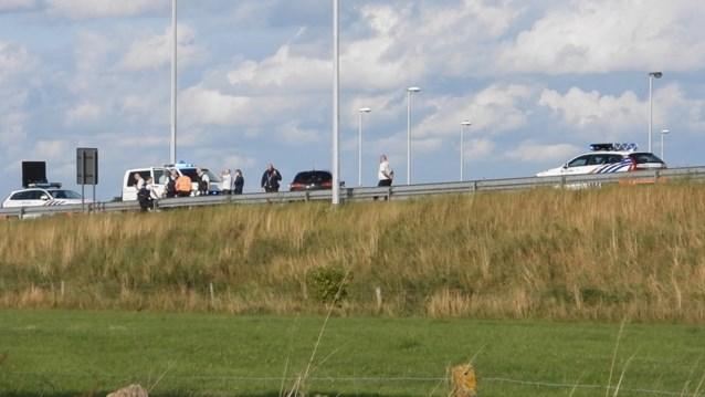 Na wilde achtervolging die eindigt in crash: politie kan vermoedelijke inbrekers oppakken