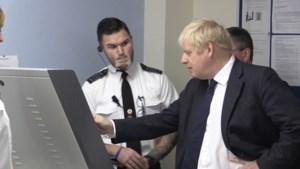 """Boris Johnson geschrokken door X-rays gevangenen: """"Is dat een Kinder ei?"""""""