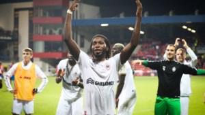 """Dieumerci Mbokani (33) belangrijker dan ooit bij Antwerp: """"Zelfs op zijn 35ste zou hij dit kunnen"""""""