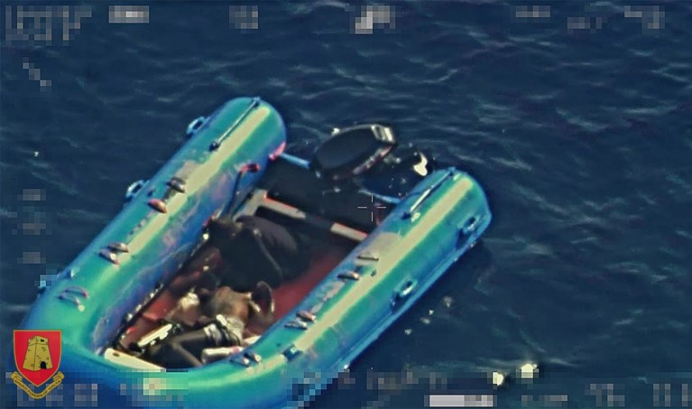 """Situatie aan boord van Open Arms wordt """"onhoudbaar"""": 134 migranten bijeengepakt, mensen ziek op schip"""