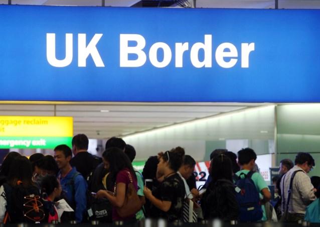 """Britse regering dreigt vrij reizen voor EU-burgers vanaf dag één van de Brexit te schrappen: """"Volslagen losgerukt van de realiteit"""""""