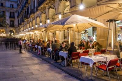 Barcelona bant vanaf 2020 sigaret op terrassen, in België is 61% voorstander