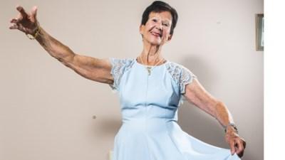 """Eliane viert haar 90ste verjaardag met een dansfeest: """"Nieuwe heup, nieuwe knie… mijn leeftijdsgenoten haken af"""""""
