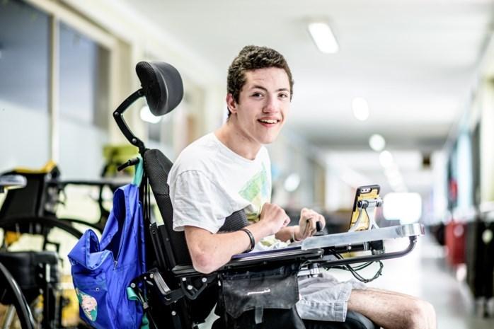 """Jordan (19) heeft plots 70.000 fans: """"Ik voelde me gevangen in mijn rolstoel, tot ik video's begon te maken"""""""