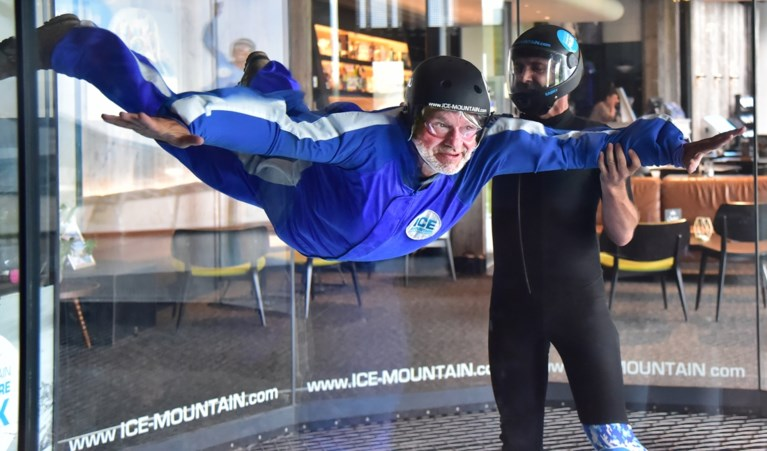 Pascal Braeckman skydivet in 'Iedereen beroemd' met Ingrid, die jongdementie heeft