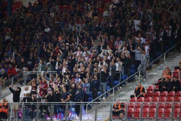 """Antwerp zet groot scherm in Bosuilstadion nadat fans niet welkom zijn in Nederland: """"AZ is hier ook niet blij mee"""""""