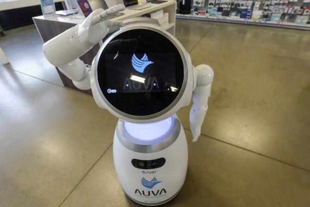 Menselijke robots helpen klanten op weg in winkels in ons land