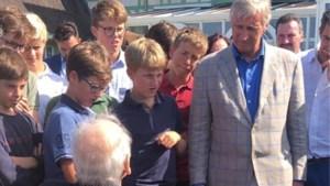 Filip neemt prins Emmanuel mee naar oorlogsmonumenten in Normandië