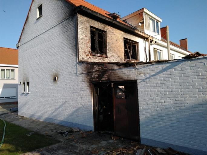 Bewoner zwaar verbrand bij uitslaande brand in huis