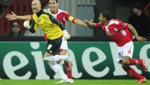 """Tien jaar na zijn magistrale kopbalgoal speelt Antwerp-keeper Sinan Bolat weer tegen AZ: """"Krijg de klere, dat is die keeper"""""""