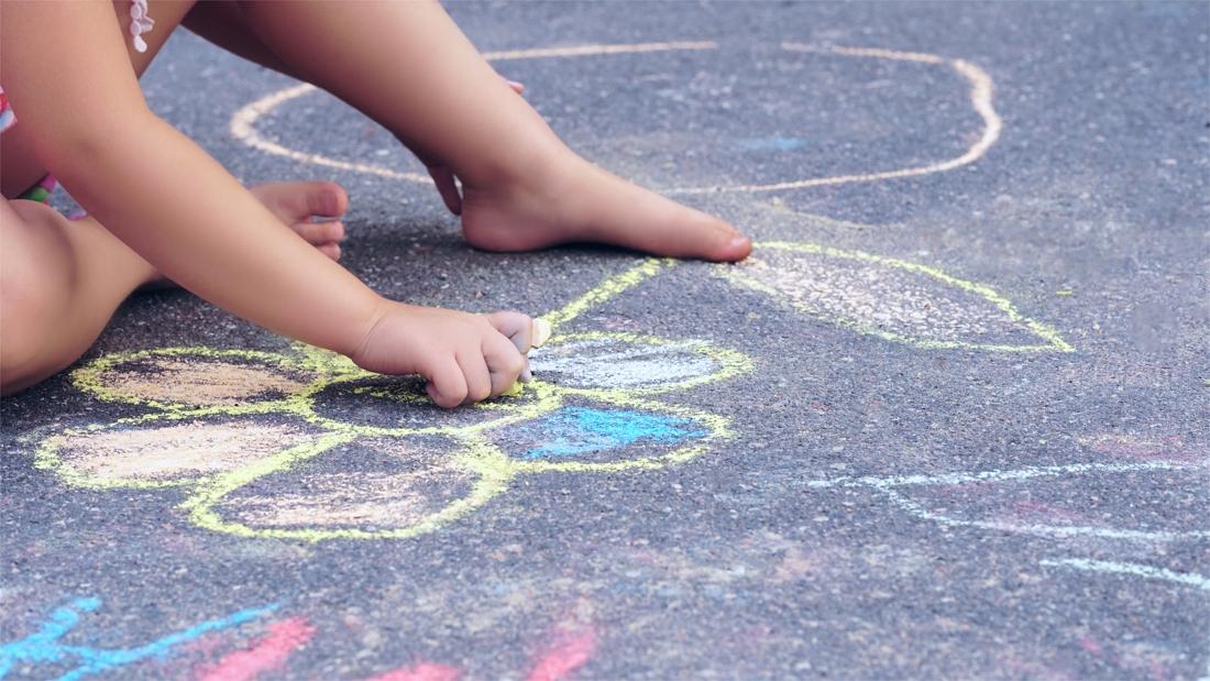 GAS-boete voor onkruid op het voetpad: zijn krijttekeningen ...