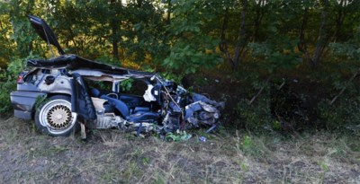 24-jarige man crashte met zijn vriend tegen een boom en wordt nu verdacht van poging tot moord