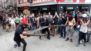 G7-top Biarritz: actievoerders gooien stenen, politie gebruikt traangas en waterkanon