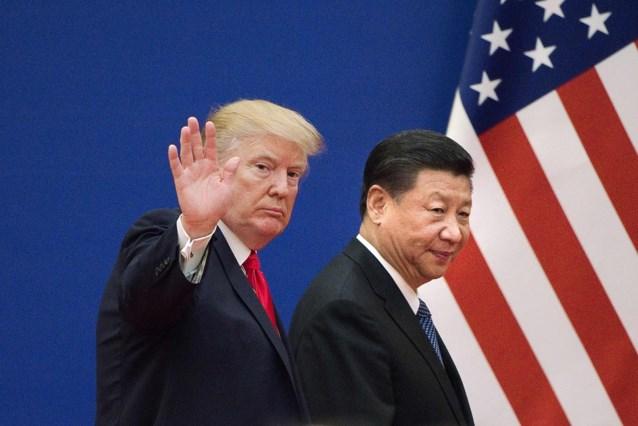 Handelsoorlog tussen VS en China escaleert: Trump trekt importheffingen op Chinese goederen nog op, beurzen in het rood
