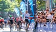 Europees kampioen Elia Viviani maakt familiefeest compleet met derde zege op rij in Hamburg Cyclassics