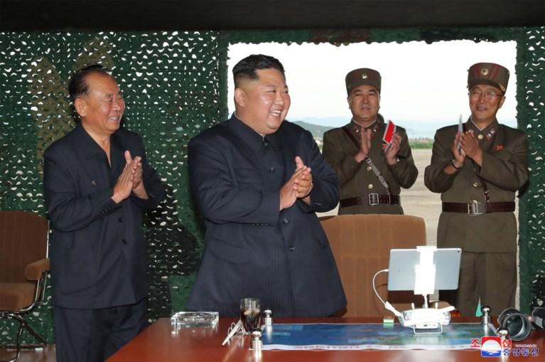"""Noord-Koreaanse leider Kim superviseerde test van """"supergrote raketwerper"""""""