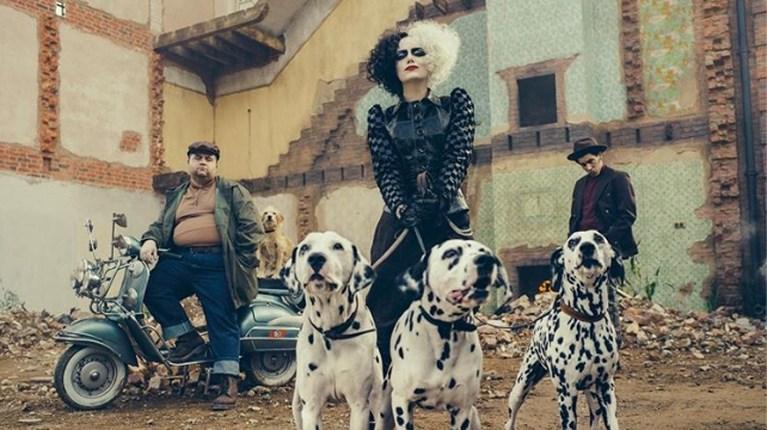 Emma Stone onherkenbaar als Cruella de Vil