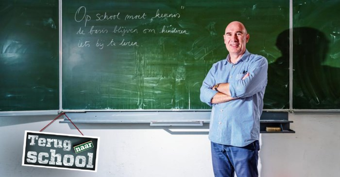 """Leerkracht Johan (55) ziet het onderwijsniveau dalen: """"Alles moet 'fun' zijn. Terwijl theorie net het fundament is"""""""