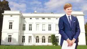 Prins Gabriël verandert van school: niet langer het Nederlandstalige Sint-Jan Berchmanscollege, wel een Engelstalige privéschool voor 39.515 euro per jaar