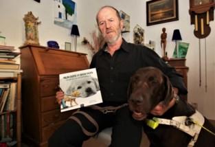 Blinde man schrijft kinderboek over geleidehonden