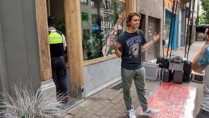 """Politie sluit pas geopende CBD-shop van Ian Thomas voor zijn ogen: """"What the hell?"""""""